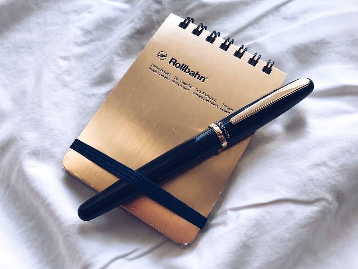 プラチナ万年筆バランス黒軸、ロルバーン縦型メモ